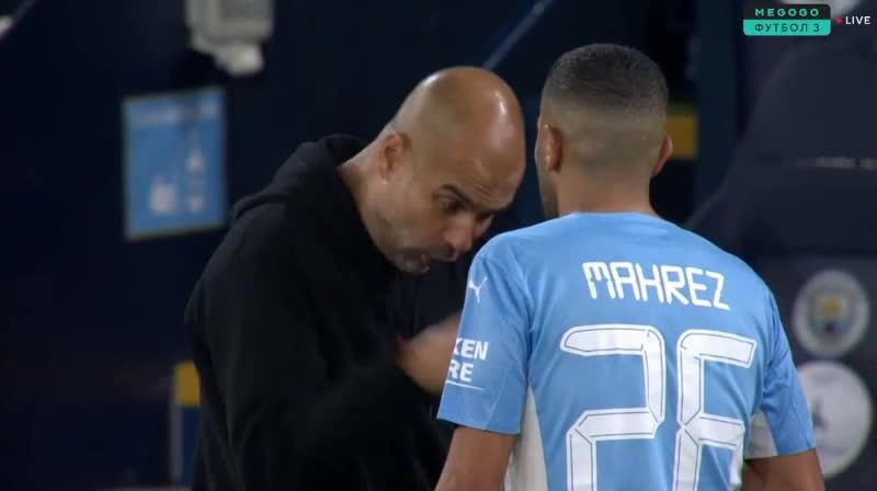 Pep Guardiola quát mắng học trò ngay trên sân