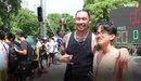 Người hâm mộ đội nắng xem giải bóng rổ 3x3 tại Hà Nội