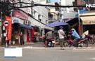 Ngang nhiên bán hàng trên lề đường tại chợ tự phát bị cấm