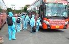Người dân Phú Yên nghẹn ngào lên xe Phương Trang trở về quê hương