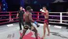Võ sĩ Trung Quốc Ngô Tuyết Tùng bị võ sĩ châu Phi Victor Nagbe hạ knock-out