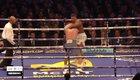 Anthony Joshua (quần trắng) đánh bại Wladimir Klitschko.