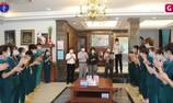 Thứ trưởng Bộ Y tế Nguyễn Trường Sơn thăm và tặng quà một số trường y, dược đang hỗ trợ tại Bắc Giang