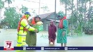 Lực lượng công an nỗ lực giúp người dân vùng ngập lụt
