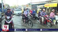 Học sinh vấtvả đến trường ngày nước lên