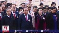 Các đại biểu dự ĐH Đảng XIII viếng lăng Bác