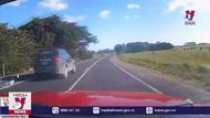 Đánh lái để vượt lên trước, tài xế gặp tai nạn