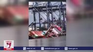 Tàu lật nghiêng, 18 container rơi xuống sông Sài Gòn