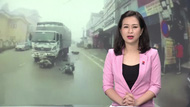 Xe máy đối đầu xe tải trong sương mù gây tai nạn nghiêm trọng