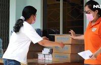 """""""Thực phẩm miễn phí cùng cả nước chống dịch"""" trao quà đến 2 đơn vị ở quận 3, TP HCM"""