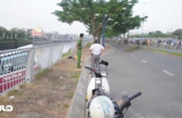 TP HCM: Xe khách lao xuống kênh Tàu Hủ