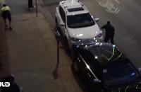 Video: Cảnh sát Mỹ bị tay súng ở Dallas bắn từ sau lưng