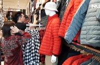 Hàng ngàn người xếp hàng vào cửa hàng Uniqlo đầu tiên tại TP HCM