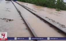 Thông tuyến tàu Bắc Nam sau ngập nước tại Huế