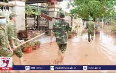 Biên phòng Quảng Trị giúp dân trong lũ dữ