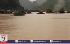 Mưa lớn không ngừng tại Trung Bộ, lũ trên các sông liên tục lên