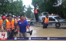 Quảng Trị hỗ trợ di dời khẩn cấp người dân bị cô lập trong biển nước