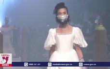 Tưng bừng tuần lễ thời trang Thượng Hải
