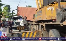Bình Dương: Lật container, tài xế tử vong trong cabin