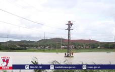 Hà Tĩnh khắc phục sự cố, cấp điện cho vùng lũ