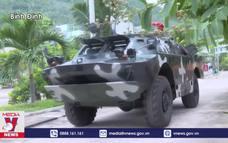 Lực lượng vũ trang hỗ trợ người dân Bình Định tránh bão