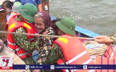 Bộ đội biên phòng đưa hàng nghìn người dân tránh bão số 9
