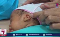 Cứu sống thành công bé gái sinh non nặng 700 gram