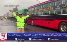 Hỗ trợ các tài xế, hành khách tránh trú bão tại huyện Phú Lộc