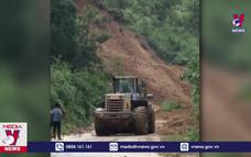 Hàng chục người thoát hiểm do sạt lở núi ở Quảng Nam