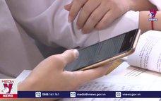 Lúng túng khi cho học sinh dùng điện thoại trong lớp