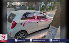 Khởi tố nhóm bảo vệ xịt sơn lên ô tô