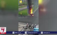 Liều mình lao vào đám cháy cứu người