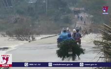 Người dân Quảng Ngãi cố tình vượt tràn khi lũ dâng cao