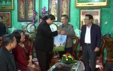 Tặng quà các gia đình chính sách tại Sơn La