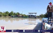 Bắt 4 tàu công suất lớn khai thác cát trái phép