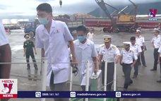 Bàn giao 3 ngư dân và tàu cá an toàn