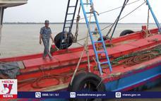 Bắt tàu chở dầu không rõ nguồn gốc trên biển Sóc Trăng