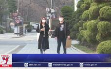 Học sinh Hàn Quốc trở lại trường học