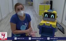 Robot kiểm tra thân nhiệt cho trẻ mầm non