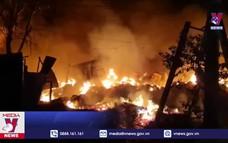 Dập tắt vụ hỏa hoạn cơ sở chứa phế liệu rộng 2.000 m2
