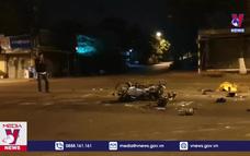 Xe máy vượt đèn đỏ gây tai nạn kinh hoàng tại Bình Dương