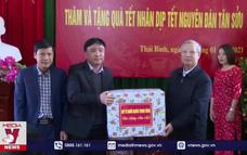 Thường trực Ban Bí thư trao quà Tết tại Thái Bình