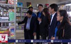 TTXVN trao tặng Tủ sách Đinh Hữu Dư tại Hà Tĩnh