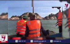 Tiếp tục tìm kiếm 2 du khách bị sóng biển cuốn tại Bình Thuận