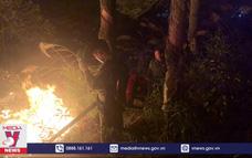 Dập tắt cháy rừng ở thành phố Hạ Long