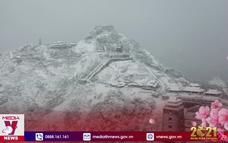 Ngỡ ngàng đỉnh Fansipan lung linh trong huyền ảo tuyết trắng