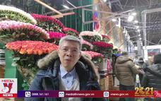 Nhộn nhịp chợ hoa Moskva ngày Valentine