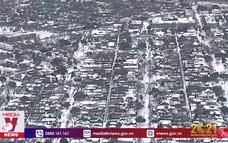 Người dân Mỹ khốn khổ vì mất điện, nước và bão tuyết