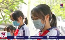 Học sinh bắt buộc đeo khẩu trang, ngồi giãn cách khi trở lại trường học