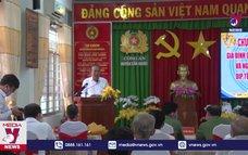 Phó Thủ tướng thường trực trao quà Tết tại Long An